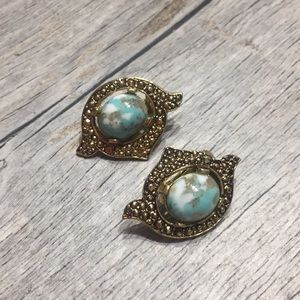 Jewelry - VINTAGE turquoise clip on earrings